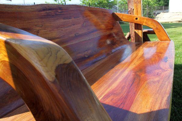 Hollywoodschaukel Holz Massiv ~ Die dreisitzige Massivholz Schaukel hat eine Sitzfläche von138 cmx 46