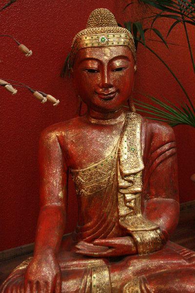 buddha sitzend statue figur holz massiv lebensgro rot gold. Black Bedroom Furniture Sets. Home Design Ideas
