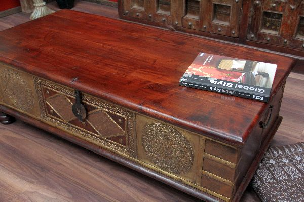 couchtisch truhe kolonial truhentisch massivholz. Black Bedroom Furniture Sets. Home Design Ideas