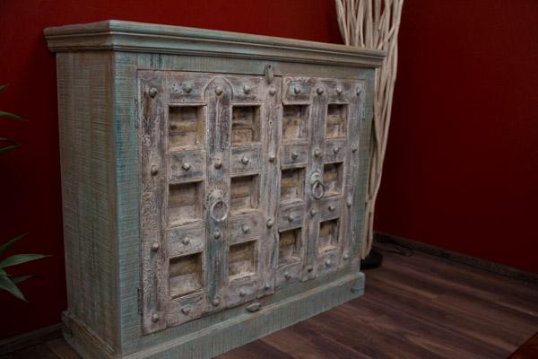 wohnzimmerschrank kolonialstil raum und m beldesign inspiration. Black Bedroom Furniture Sets. Home Design Ideas
