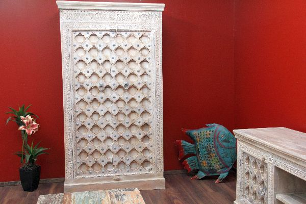 indischer kleiderschrank im kolonialstil beige gek lkt. Black Bedroom Furniture Sets. Home Design Ideas