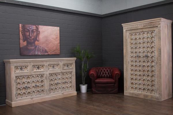 gro er indischer kleiderschrank im kolonialstil beige. Black Bedroom Furniture Sets. Home Design Ideas