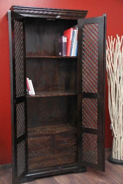 sheesham kleiderschrank aus massivholz walnussfarben. Black Bedroom Furniture Sets. Home Design Ideas