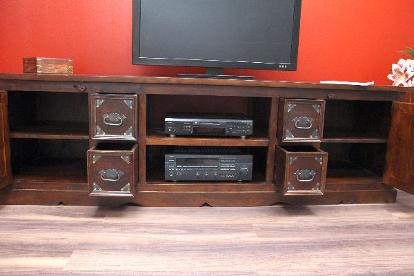 indisches tv sideboard aus massivholz im kolonialstil. Black Bedroom Furniture Sets. Home Design Ideas