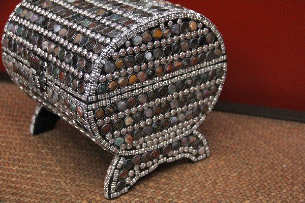 Indische ovale schatztruhe im orientalischen stil for Indische truhe
