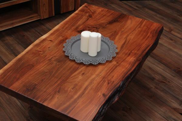 massivholz couchtisch mit baumkanten aus suar edelholz. Black Bedroom Furniture Sets. Home Design Ideas