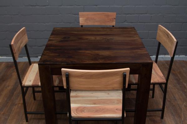 Quadratischer esstisch aus massivholz in walnuss nr 16502 for Quadratischer esstisch
