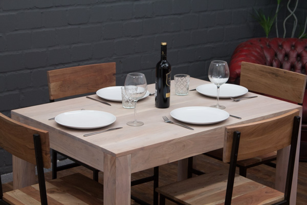 sheesham massivholz esstisch in wei gek lkt. Black Bedroom Furniture Sets. Home Design Ideas