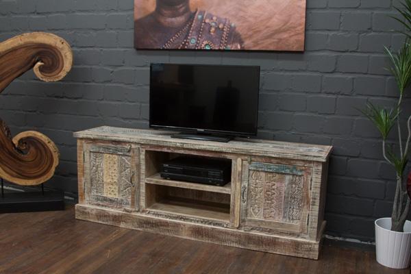 wei es vintage tv sideboard aus massivholz im landhausstil. Black Bedroom Furniture Sets. Home Design Ideas