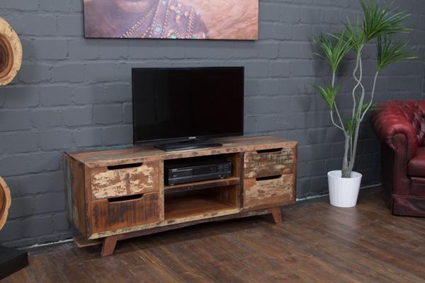 ausgefallenes tv sideboard aus massivholz im vintage stil