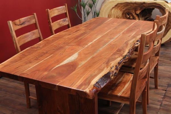 massivholz esstisch aus suarholz mit baumkanten. Black Bedroom Furniture Sets. Home Design Ideas