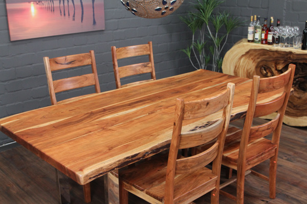 Massivholz Esstisch Mit Edelstahlbeinen : Massiver Designer Esstisch aus Suarholz mit Baumkanten – glänzend