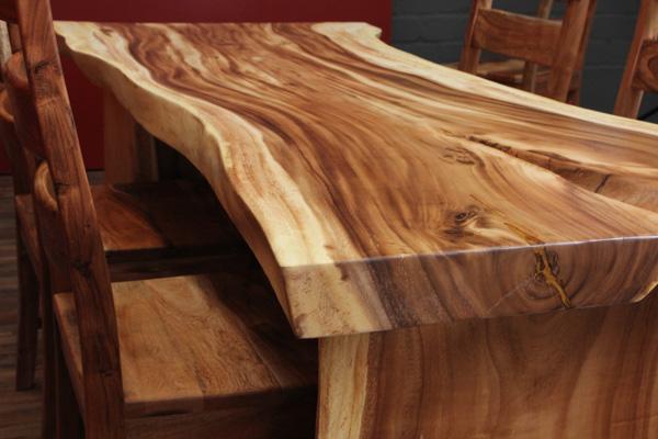 ausgefallener baumscheiben esstisch aus suar massivholz. Black Bedroom Furniture Sets. Home Design Ideas