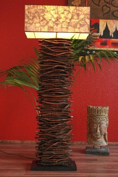 stehlampe stehleuchte lampe holz massiv rustikal. Black Bedroom Furniture Sets. Home Design Ideas