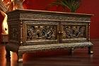 Goldenes Sideboard aus Thailand mit Drachen Schnitzereien. Nr.10629