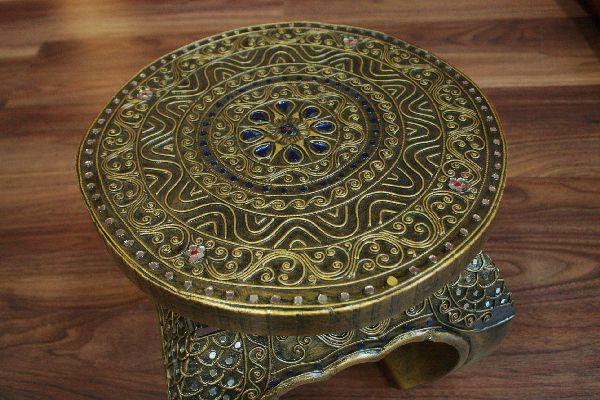 runder opiumtisch aus thailand mit reichen goldenen verzierungen. Black Bedroom Furniture Sets. Home Design Ideas