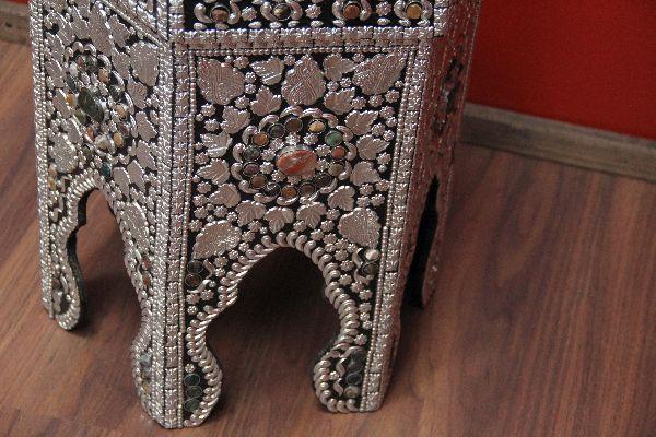 indische teetisch im orientalischen stil. Black Bedroom Furniture Sets. Home Design Ideas