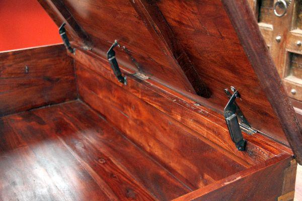 couchtisch truhe kolonial truhentisch massivholz indien 130x63x44. Black Bedroom Furniture Sets. Home Design Ideas