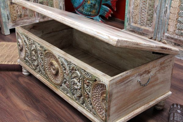 couchtisch truhe kolonial truhentisch massivholz indien 120x60x45. Black Bedroom Furniture Sets. Home Design Ideas