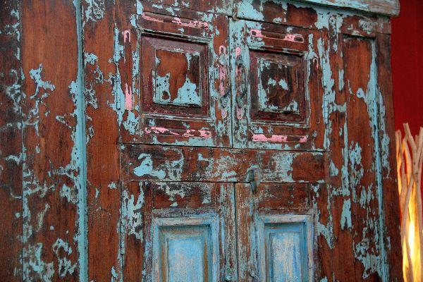 Schrank kolonial antik holz massiv alt indien for Indische mobel antik