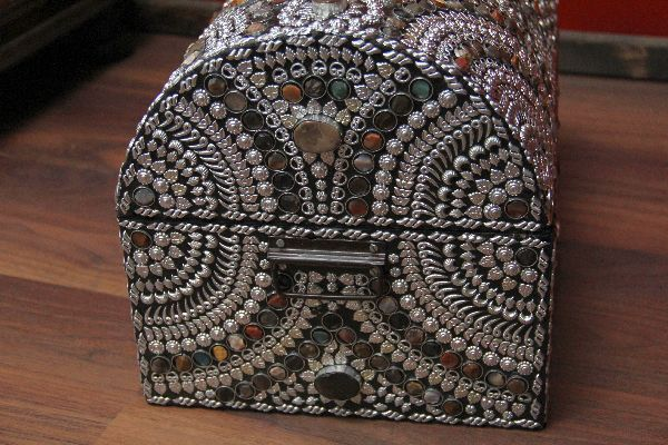 Indische truhe im orientalischen stil design 3 for Indische truhe