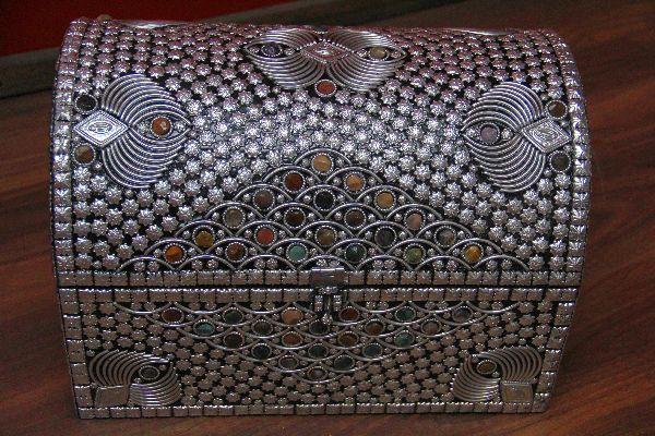 Indische truhe im orientalischen stil design 2 for Indische truhe