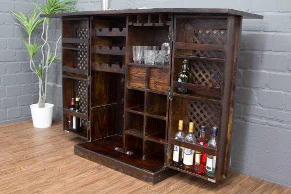 sheesham barschrank aus massivholz im kolonialstil. Black Bedroom Furniture Sets. Home Design Ideas