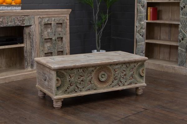 truhentisch couchtisch truhe massivholz 117x60x46 schnitzereien beige gek lkt ebay. Black Bedroom Furniture Sets. Home Design Ideas