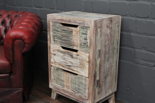 wei e massivholz kommode im gek lktenlandhaus stil. Black Bedroom Furniture Sets. Home Design Ideas