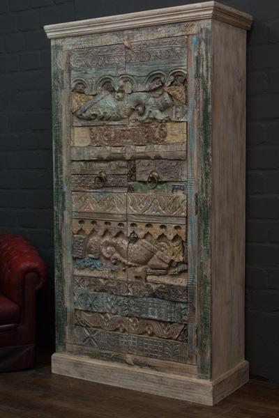 Indischer Designer Schrank aus Massivholz mit Schnitzereien. Nr.16624