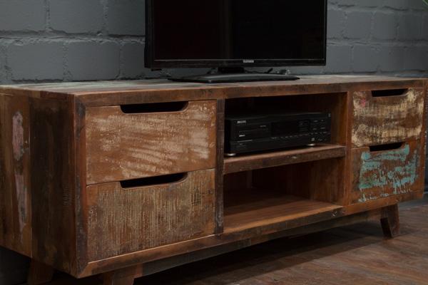 Schweres tv sideboard aus massivholz im modernen vintage for Indische sideboards