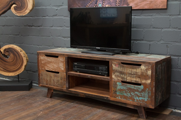 schweres tv sideboard aus massivholz im modernen vintage stil. Black Bedroom Furniture Sets. Home Design Ideas