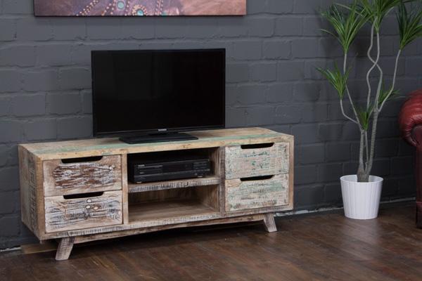 Landhausstil TV Sideboard aus weiß gekälktem Massivholz. Nr.16591