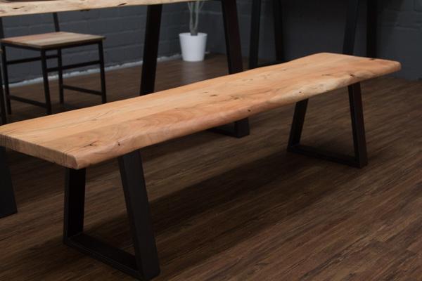 Massivholz sitzbank aus naturbelassenem holz mit for Esstisch holz mit metallbeinen