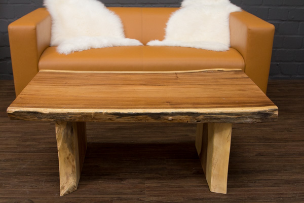 Couchtisch baumstamm massivholz suar 120x64x45 for Baumstamm wohnzimmertisch