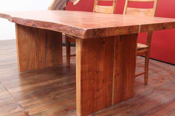 baumstamm massivholz esstisch aus suar planken. Black Bedroom Furniture Sets. Home Design Ideas