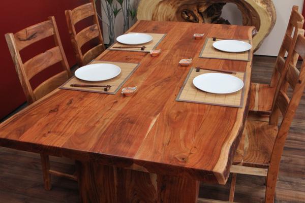 designer esstisch aus suar massivholz mit baumstamm. Black Bedroom Furniture Sets. Home Design Ideas