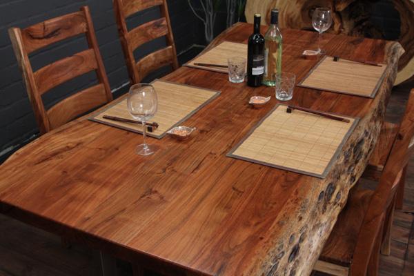 massivholz esstisch mit suar baumstamm planken und edelstahlbeinen matt. Black Bedroom Furniture Sets. Home Design Ideas