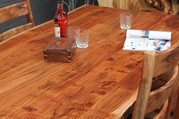 baumstamm planken esstisch aus suar massivholz mit. Black Bedroom Furniture Sets. Home Design Ideas