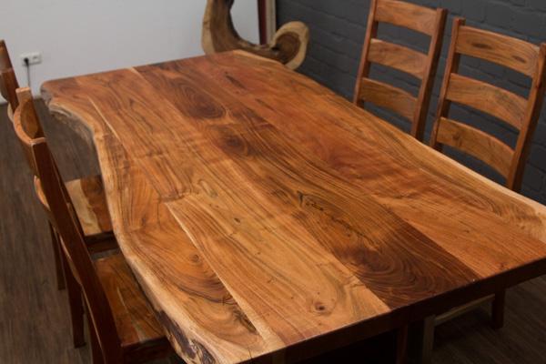 massivholz esstisch aus baumstamm planken mit edelstahlbeinen matt. Black Bedroom Furniture Sets. Home Design Ideas
