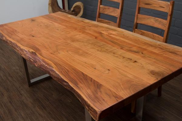 massivholz esstisch mit baumstamm planken und edelstahlbeinen matt. Black Bedroom Furniture Sets. Home Design Ideas