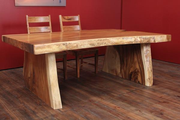 breiter massivholz baumstamm esstisch aus suar massivholz. Black Bedroom Furniture Sets. Home Design Ideas