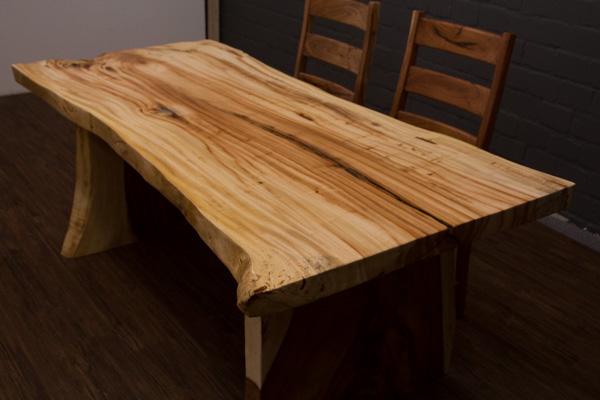 baumstamm esstisch aus hellem suar massivholz. Black Bedroom Furniture Sets. Home Design Ideas