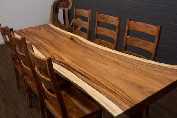 gro er baumstamm esstisch aus suar massivholz. Black Bedroom Furniture Sets. Home Design Ideas