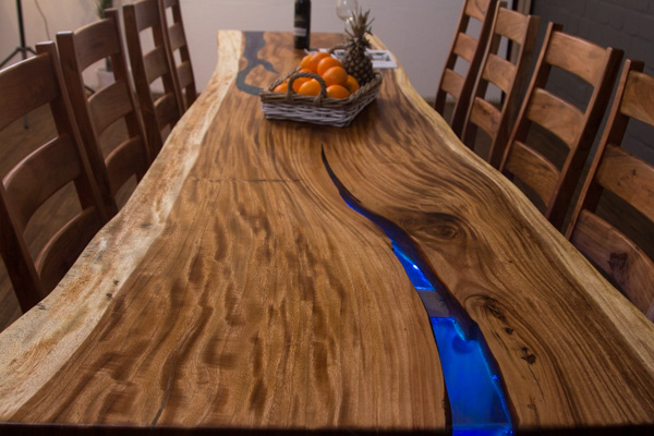 Tisch aus holzstamm simple yule hackfleisch kakau tisch for Baumstamm deko wohnung