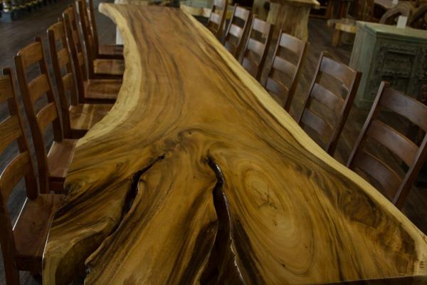 5 Meter Tisch aus einer Suar Massivholz Baumstamm Scheibe