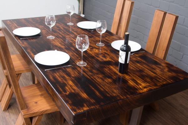 baumstamm esstisch aus einer massivholz baumscheibe. Black Bedroom Furniture Sets. Home Design Ideas
