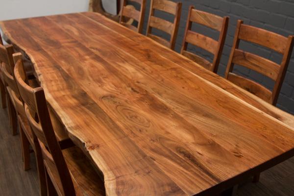massivholz esstisch mit baumstamm planken und. Black Bedroom Furniture Sets. Home Design Ideas