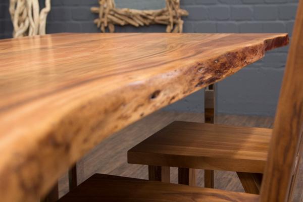 esstisch baumstamm planken metallbeine gl nzend 213x108x76. Black Bedroom Furniture Sets. Home Design Ideas
