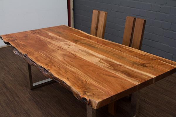 esstisch baumstamm planken metallbeine gl nzend 213x105x76. Black Bedroom Furniture Sets. Home Design Ideas